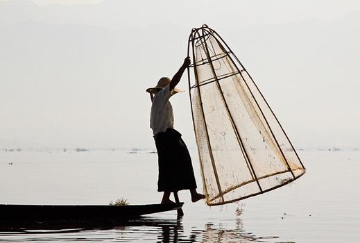 2013.04.18_Early morning fishing, Inle Lake, Myanmar