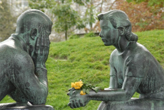 2014.04.16_What do you think they are talking about